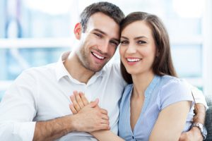 smiling-couple-with-porcelain-veneers